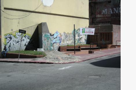 Esquina conformada por las calles Reconquista y Juan Carlos Gómez