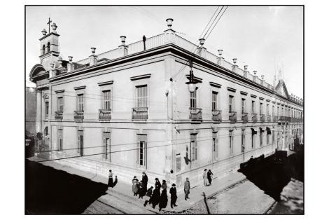 Vista de la Capilla a la izquierda, obra del arq. Miguel Estévez, año 1798.