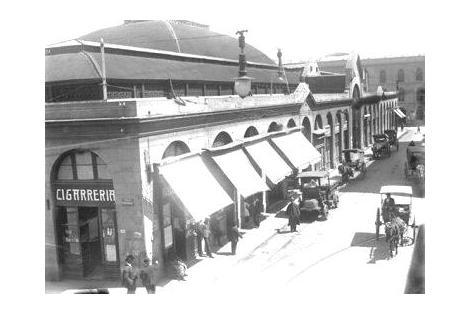 Vista de la fachada norte de la Rambla. Mercado del Puerto