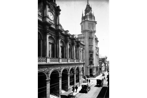 Antiguo edificio de la Bolsa de Comercio, obra del Arq. Víctor Rabú ubicado en la esquina de calles Zabala y Piedras