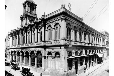 Bolsa de Comercio demolida para la construcción de la Casa Central del Banco Repùblica Oriental del Uruguay.