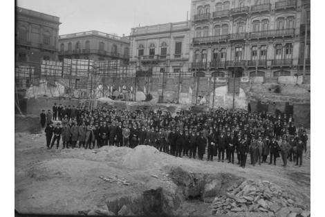 Vista de la excavación y colocación de la piedra fundamental para la casa matriz del Banco República Oriental del Uruguay