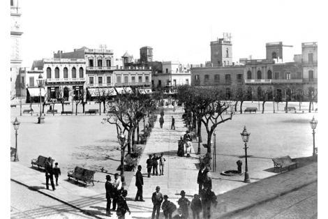 Plaza Constitución vista hacia Calles Rincón e Ituzaingó.
