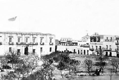 Contrucciones demolidas sobre calle Sarandí.