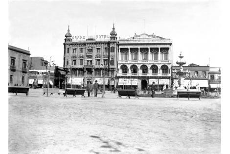Fachada calle Sarandí. Vista Plaza Constitución