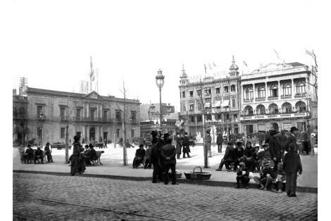 Vista hacia calles Sarandí y Juan Carlos Gómez desde calle Rincón.