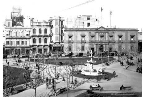 Vista Fachada calle Juan Carlos Gómez. Plaza Constitución. Cabildo. Casa Vaeza Ocampo.