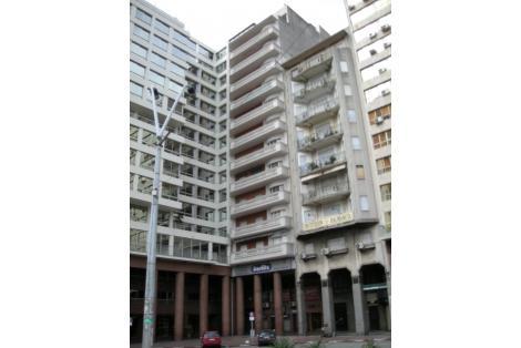 Fachada sobre Plaza Independencia