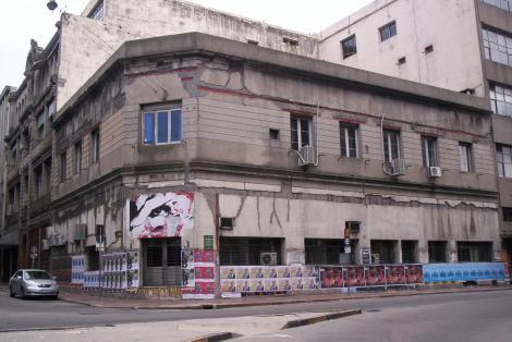 Fachadas en la esquina de J. C. Gómez y Buenos Aires