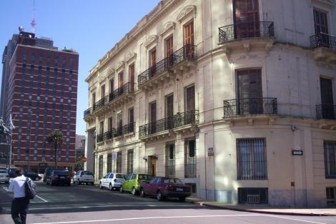 Fachada sobre la calle Ciudadela