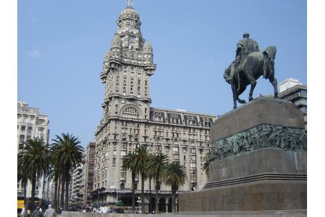 Vista general desde la Plaza Independencia