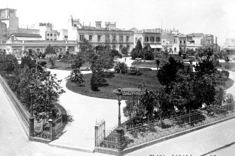 VIsta desde Circunvalación Durango y Solìs. En dicho espacio público se ubicaba Casa del Gobernador demolida en 1878. CDF_479b