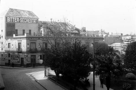 Vista de techos del edificio del Nuevo Teatro San Felipe demolido en 1907 para construcción del Palacio Taranco. CDF_ 863b