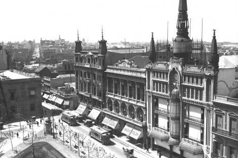 Desde lo alto de la Catedral: Calle Sarandí, Pza Constitución, el Cabildo, el Gran Hotel Lanata, Club Uruguay y tienda Corralejo