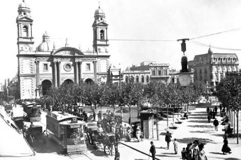 Plaza Constitución desde el encuentro desde calles Sarandí y Juan Carlos Gómez. CDF 1295b