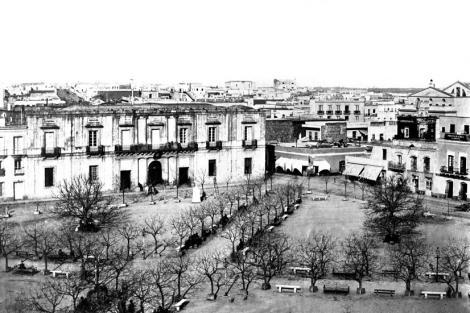 Plaza Constitución y Cabildo. VIsta desde esquina calles Ituzaingó y Rincón. Año 1867. CDF _ pza matriz _ 36b