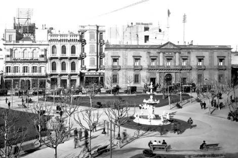 Plaza Constitución. Vista hacia Juan Carlos Gómez. Cabildo y Casa Vaeza Ocampo. CDF _ pza matriz cabildo con vaeza _2067