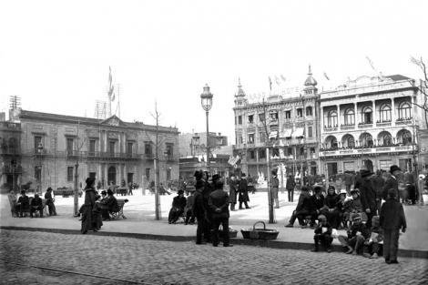 Plaza Constitución desde calle Rincón. CDF pza matriz lanata cluburuguay cabildo _ 13330