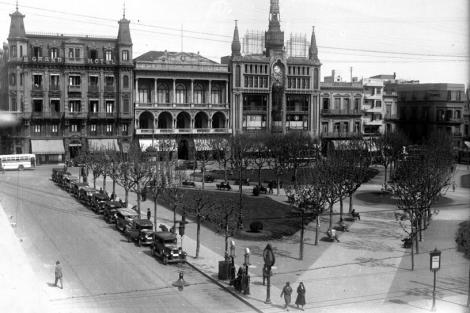 Plaza Constitución.Vista desde esquina calles Rincón y Juan Carlos Gómez. CDF pza matriz lanata club uruguay cabildo _ 5702